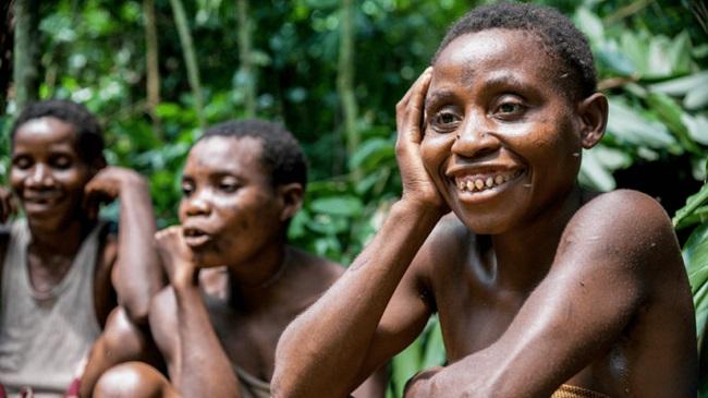 Bộ lạc bí ẩn trong rừng mưa Congo chuyên bắt sâu săn khỉ làm bữa ăn