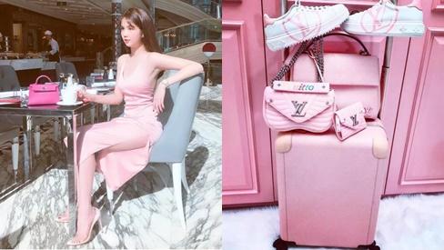 Bộ sưu tập hàng hiệu toàn màu hồng của Ngọc Trinh