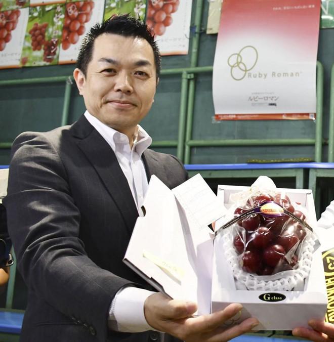 Chùm nho 250 triệu đồng, dân giàu Việt mua 1 quả về ăn thử-1
