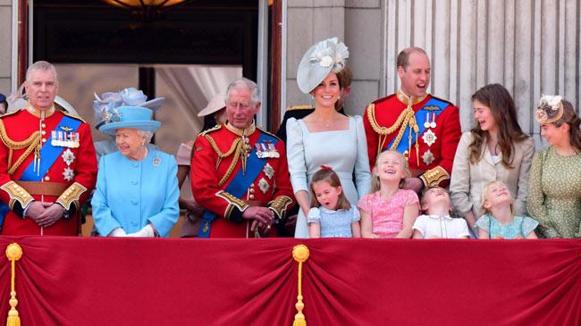 Không làm việc, thu nhập 'khủng' của Nữ hoàng và hoàng gia Anh đến từ đâu?