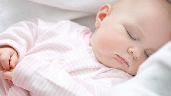 Bí kíp giúp bé đang quấy khóc ngủ ngay trong 1 nốt nhạc