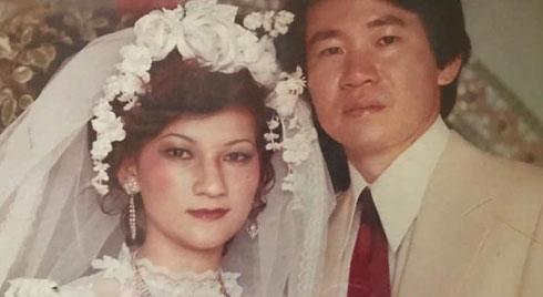 Nàng dâu Việt mang chuyện bố mẹ chồng Đài U70 vẫn tình tứ nắm tay dạo phố, đắp mặt nạ cho nhau