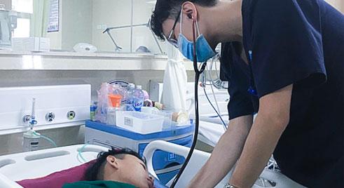 """Thiếu niên 15 tuổi đột quỵ sau cơn đau đầu, cảnh báo """"bệnh lý người già"""" ngày càng trẻ hóa"""