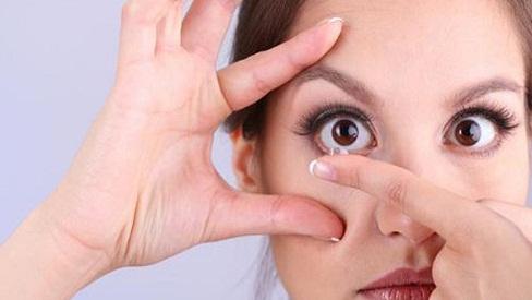 Những lưu ý quan trọng khi sử dụng lens mắt