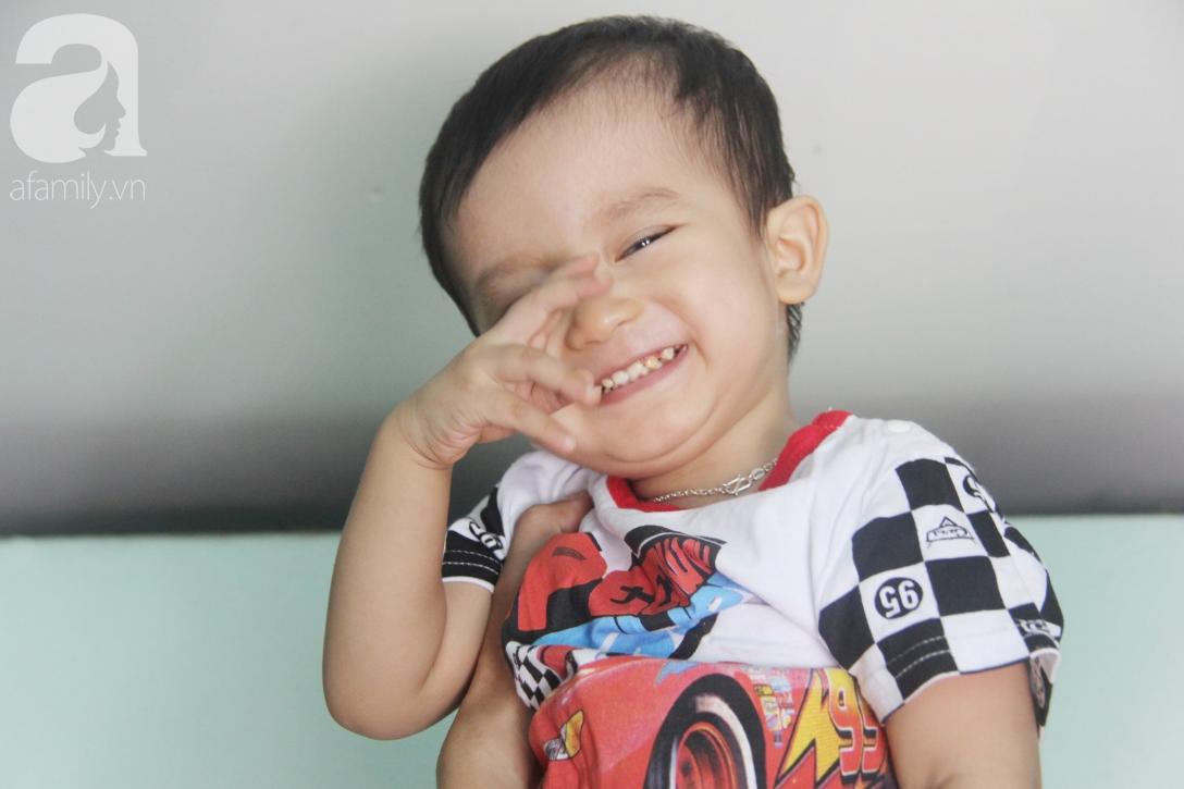Sau 1 năm chạy chữa, bé Gia Anh đã hết kinh phí, người mẹ trẻ cầu xin mọi người giúp con trai thoát khỏi cảnh mù lòa-13
