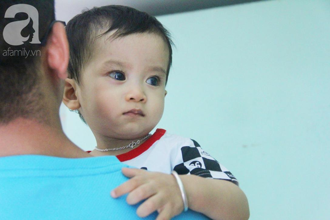 Sau 1 năm chạy chữa, bé Gia Anh đã hết kinh phí, người mẹ trẻ cầu xin mọi người giúp con trai thoát khỏi cảnh mù lòa-1