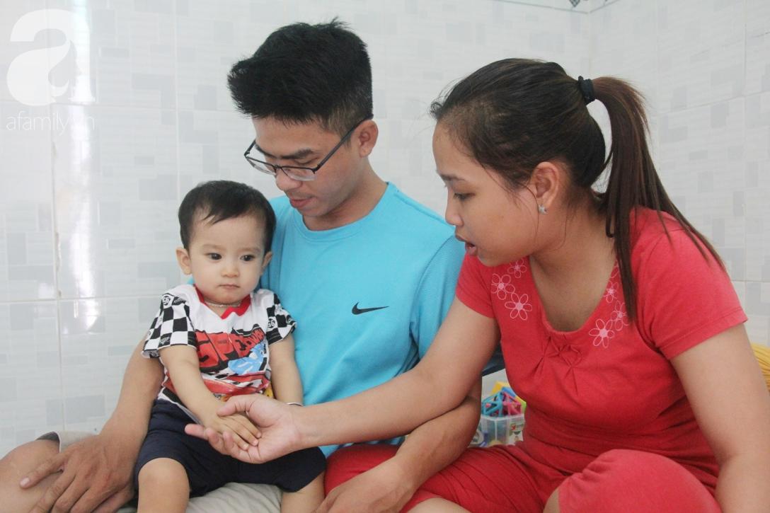 Sau 1 năm chạy chữa, bé Gia Anh đã hết kinh phí, người mẹ trẻ cầu xin mọi người giúp con trai thoát khỏi cảnh mù lòa-19
