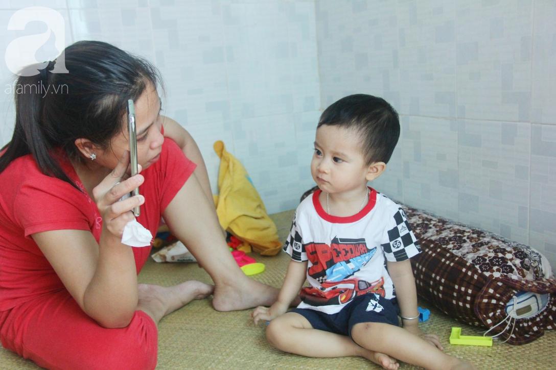 Sau 1 năm chạy chữa, bé Gia Anh đã hết kinh phí, người mẹ trẻ cầu xin mọi người giúp con trai thoát khỏi cảnh mù lòa-8