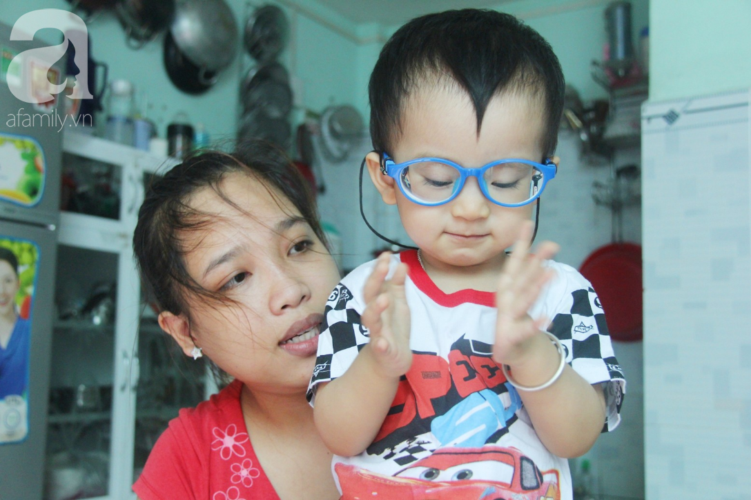Sau 1 năm chạy chữa, bé Gia Anh đã hết kinh phí, người mẹ trẻ cầu xin mọi người giúp con trai thoát khỏi cảnh mù lòa-3