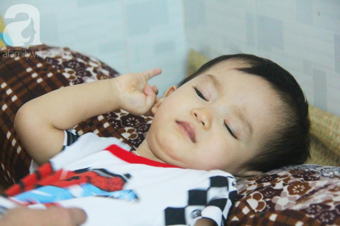 Sau 1 năm chạy chữa, bé Gia Anh đã hết kinh phí, người mẹ trẻ cầu xin mọi người giúp con trai thoát khỏi cảnh mù lòa-10