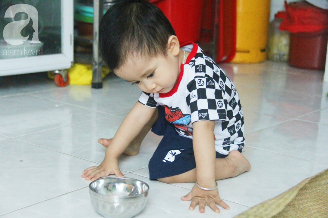 Sau 1 năm chạy chữa, bé Gia Anh đã hết kinh phí, người mẹ trẻ cầu xin mọi người giúp con trai thoát khỏi cảnh mù lòa-17