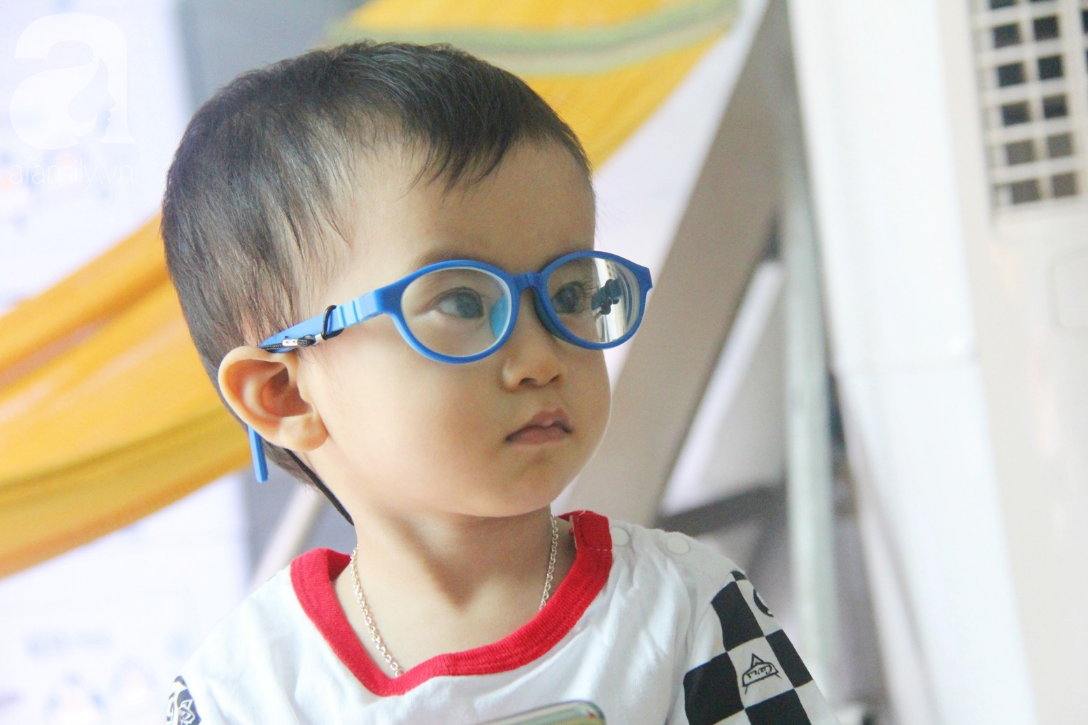 Sau 1 năm chạy chữa, bé Gia Anh đã hết kinh phí, người mẹ trẻ cầu xin mọi người giúp con trai thoát khỏi cảnh mù lòa-12