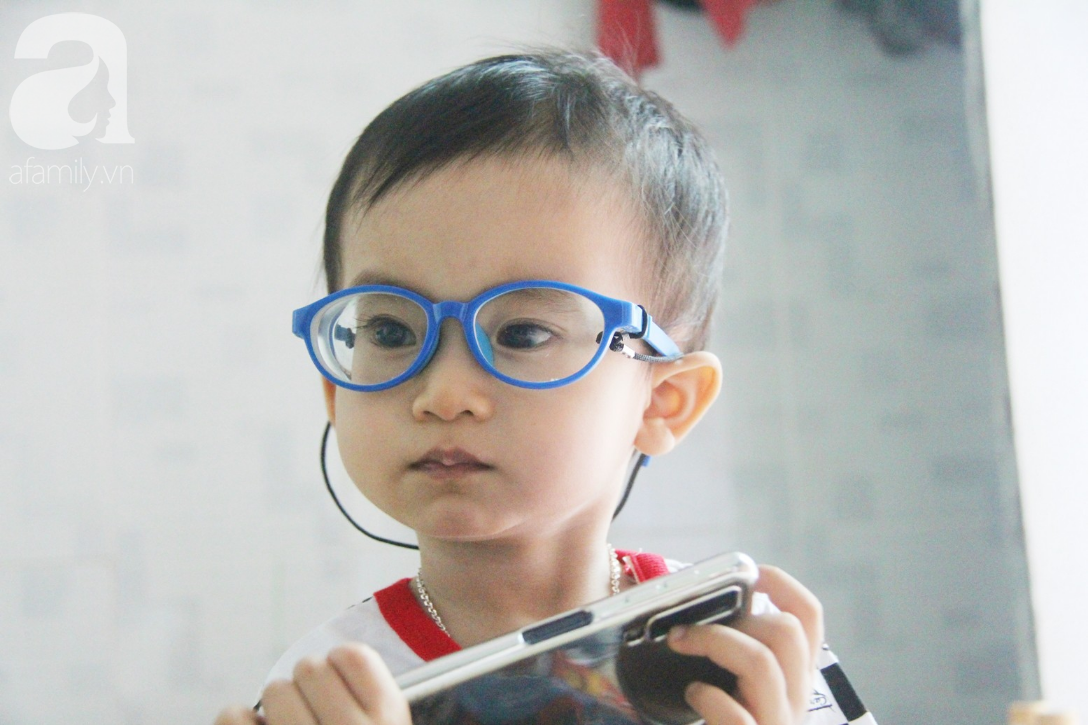 Sau 1 năm chạy chữa, bé Gia Anh đã hết kinh phí, người mẹ trẻ cầu xin mọi người giúp con trai thoát khỏi cảnh mù lòa-2