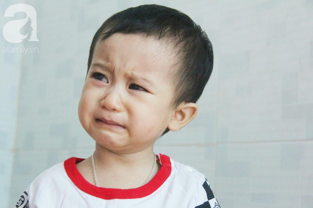 Sau 1 năm chạy chữa, bé Gia Anh đã hết kinh phí, người mẹ trẻ cầu xin mọi người giúp con trai thoát khỏi cảnh mù lòa-4