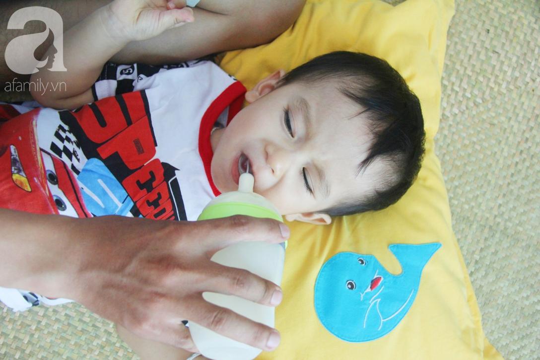 Sau 1 năm chạy chữa, bé Gia Anh đã hết kinh phí, người mẹ trẻ cầu xin mọi người giúp con trai thoát khỏi cảnh mù lòa-9