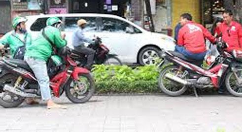 Nhóm tài xế Grab và Go-Viet hỗn chiến trên đường phố Sài Gòn