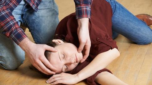 Chuyên gia tư vấn sơ cứu đột quỵ đúng cách tại nhà, bạn cần phải biết