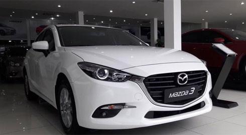 Khách Việt hoan hỉ mua ô tô đại hạ giá, tránh tháng cô hồn