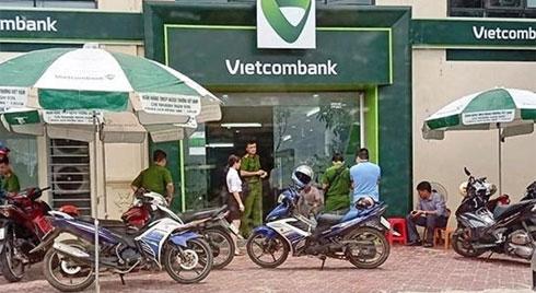 Cướp nã nhiều phát súng khi xông vào ngân hàng Vietcombank
