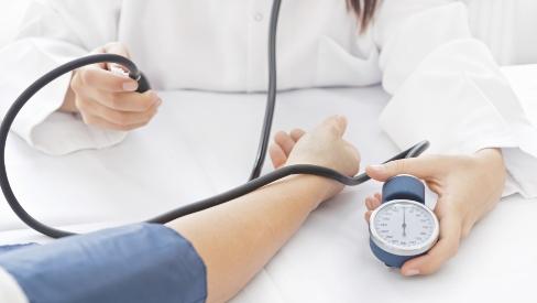 Bác sĩ tư vấn chế độ ăn kiêng dành cho người bị huyết áp cao,