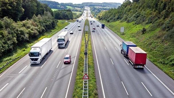 Lái xe đi tốc độ cao bị mất phanh, tài xế cần làm gì?-1