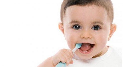 Mấy tuổi nên đánh răng cho bé là tốt nhất?