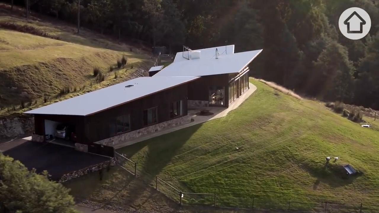 Ngôi nhà độc đáo tự cung cấp điện, nước, ga giữa rừng nước Úc