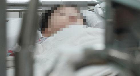 Cha mẹ cho con uống bột sừng tê giác để chữa sốt co giật, bé 22 tháng tuổi tím toàn thân, suýt tử vong