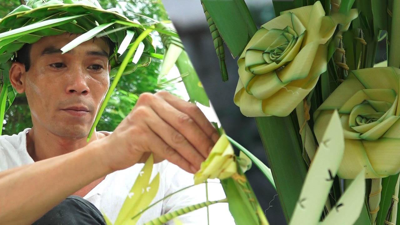 Làm đồ thủ công từ lá dừa nước thu tiền triệu mỗi ngày