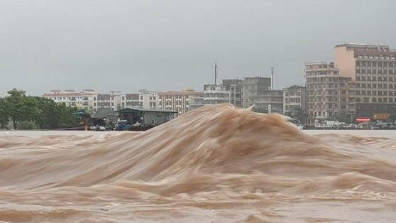 Quảng Ninh: Nước lũ cuồn cuộn dâng cao trên sông Ka Long