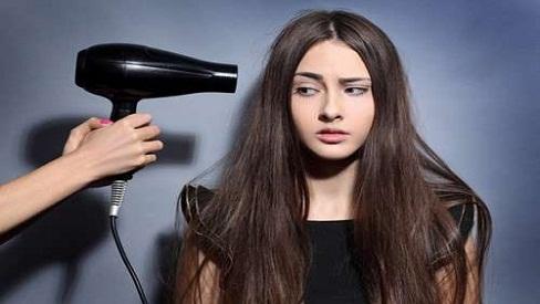 Những sai lầm nghiêm trọng khi sấy tóc bạn nên biết