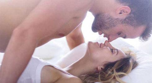 5 cách làm mới chuyện chăn gối giữ lửa tình yêu