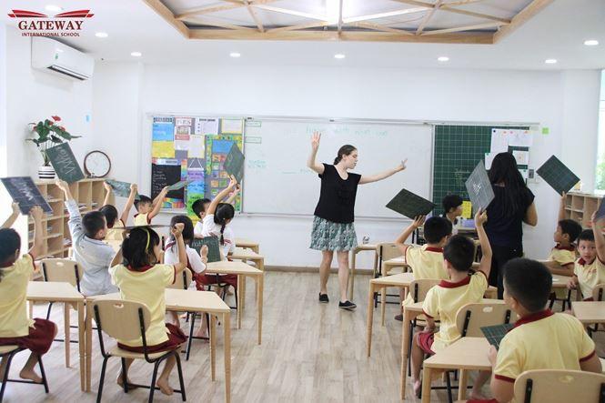 Trường Quốc tế Gateway Hà Nội - nơi bé trai lớp 1 tử vong vì nghi bị bỏ quên trên xe buýt có học phí tới gần 120 triệu/năm-3