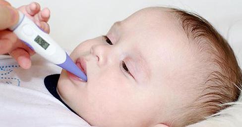 Những lưu ý không thể bỏ qua khi trẻ sốt mọc răng