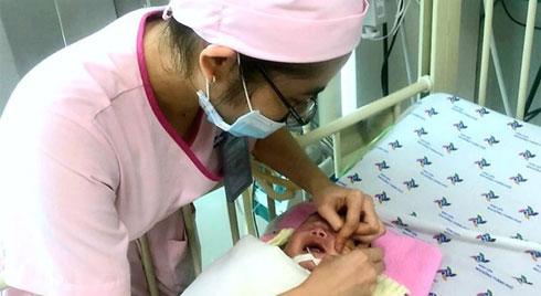 Bé trai bị suy hô hấp nặng vì hít phải phân su trong bụng mẹ: Bác sĩ cảnh báo sản phụ lưu ý ngay điều này
