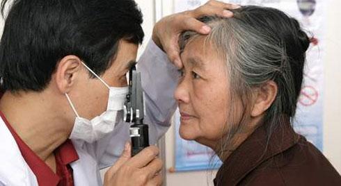 Bài thuốc dân gian hỗ trợ  bệnh đục thủy tinh thể ở người già