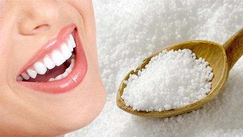 Tẩy trắng răng tại nhà đơn giản bằng nguyên liệu sẵn có trong nhà bếp