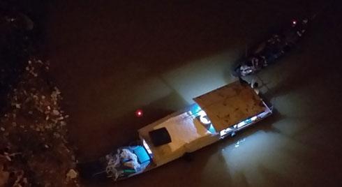 Hà Nội: Tìm thấy thi thể cô gái trẻ nhảy cầu Vĩnh Tuy tự tử trong đêm