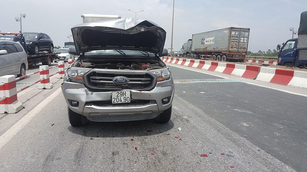 Tai nạn liên hoàn 6 ô tô: Xe tải lật đè xe con, cầu Thanh Trì ùn dài-8
