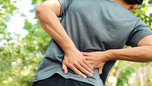 Nguyên nhân khiến nam giới bị đau lưng và cách chữa