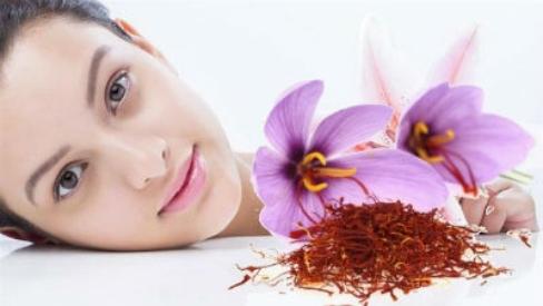 Tổng hợp các cách làm da đẹp trắng sáng với nhụy hoa nghệ tây Sanffron