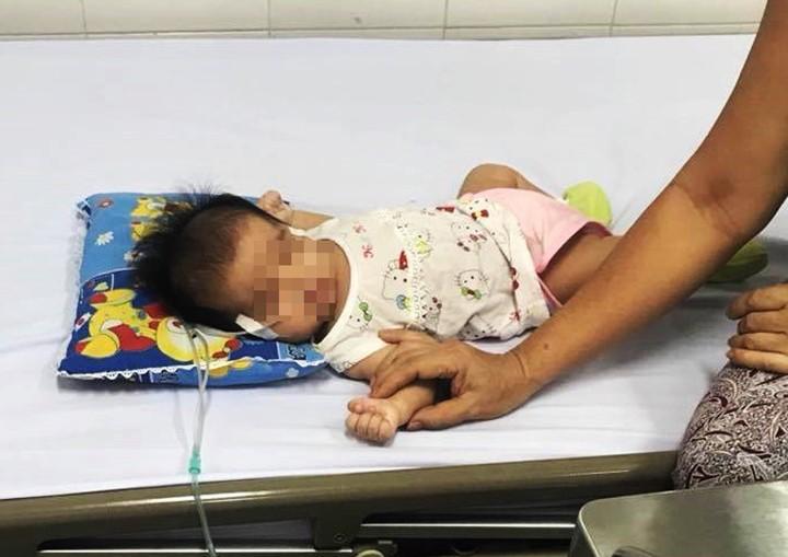 TP.HCM: Bé gái 40 ngày tuổi ngưng tim, ngưng thở nguy kịch vì sặc sữa khi đang bú mẹ-2