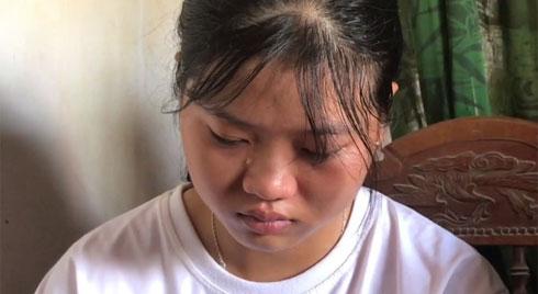 Nhận giấy báo nhập học, nữ sinh nghèo nghẹn ngào nhờ mẹ cất vào tủ vì không có tiền đi học