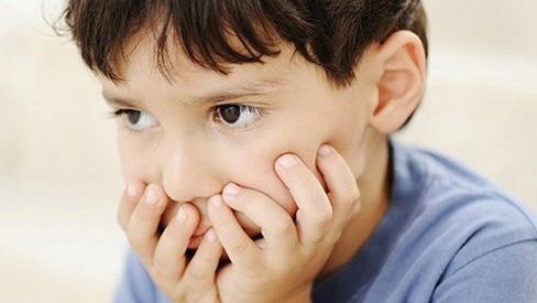 Dấu hiệu trẻ bị tự kỷ cha mẹ nhất định phải theo dõi