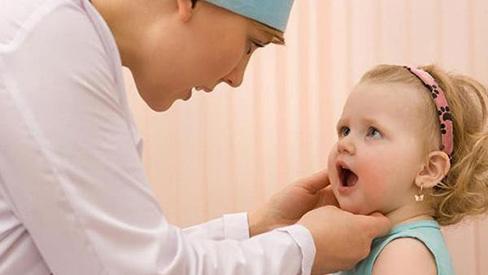 Cách điều trị viêm họng cấp cho bé không cần kháng sinh