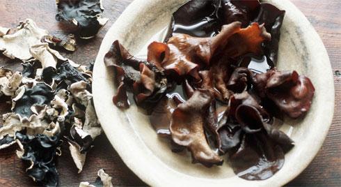Chuyên gia khuyên nên hạn chế 3 thực phẩm màu trắng và hãy chăm ăn 3 thực phẩm màu đen