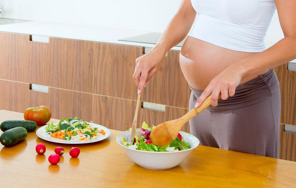 Mẹ bầu nên ăn gì để sinh con da trắng môi hồng như thiên thần-1
