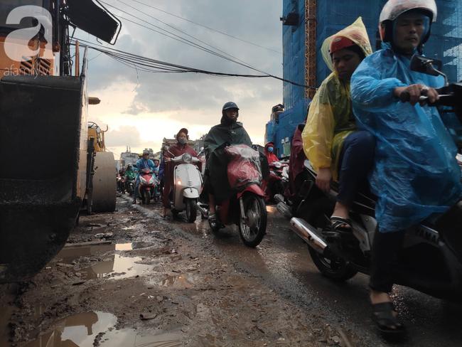Bão số 4 đang di chuyển vào đất liền, Hà Nội mưa gió khủng khiếp, đã có 1 người chết do cây xanh đè trúng-20