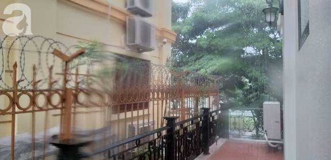 Bão số 4 đang di chuyển vào đất liền, Hà Nội mưa gió khủng khiếp, đã có 1 người chết do cây xanh đè trúng-10