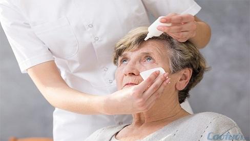 Nguyên nhân và cách chữa trị bệnh khô mắt ở người cao tuổi